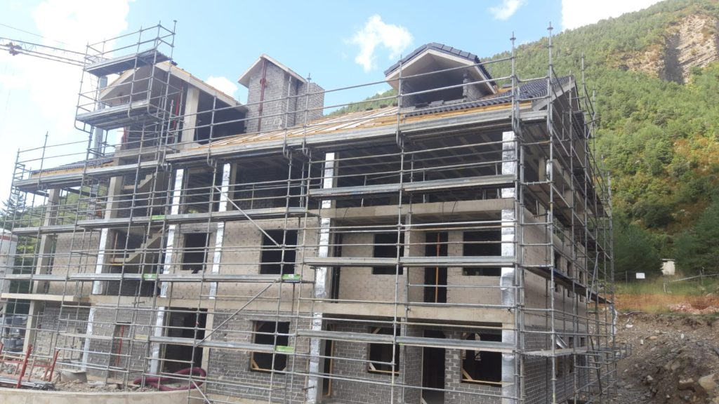 Sayerri - Exteriores - Septiembre 2019 02 - Inmobiliaria Casmar - Pisos, apartamentos en Pirineo.jpg